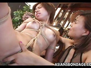 дрочит волосатую пизду порно видео